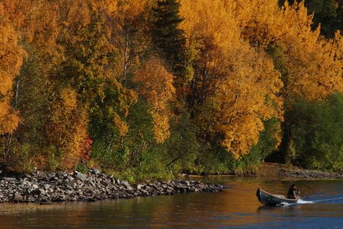 Elvebåt høstfarger BWM