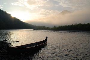 Elvebåt i solnedgang i Røyelen_300x201