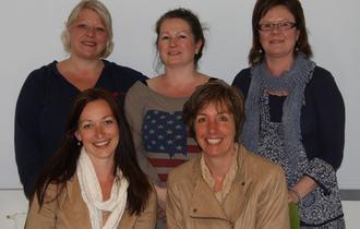 Ressusgruppe for taktil språklighet: Marit Brubakken (foran t.v.), Kari Schøll Brede, Annika Maria Johannessen (bak t.v), Hege Kristine Høgmo og Eija K. Lundqvist.