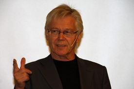 Professor Sylfest Lomheim foreleste om den menneskelige samtalen.