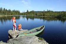 Kanotur i finværet. Foto: Esben Haakenstad