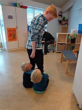 Gutter som lekeressurs i barnehagen
