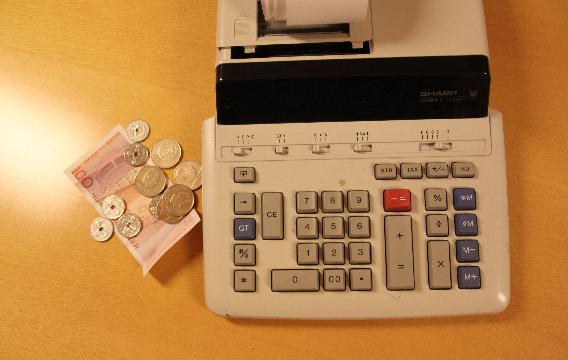 Bilde av penger og kalkulator