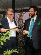Treplanting for klima: Lederen for FNs klimapanel, Dr. Pachauri og klima- og miljøminister Tine Sundtoft var invitert av Erik Lahnstein i Norges Skogeierforbund til å plante et tre under Arendalsuka for å understreke skogens rolle i klimakampen.