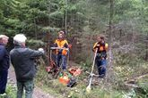 Under skogdagen på Eidsvoll den 30. august 2014 forklarte Christoffer Askheim (tv)og Even Hoffart (th) forskjellen på ei vanlig ryddesag med rundt sagblad og ryddesag med kjedesag.