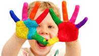 Bilde av et barn med fingermaling