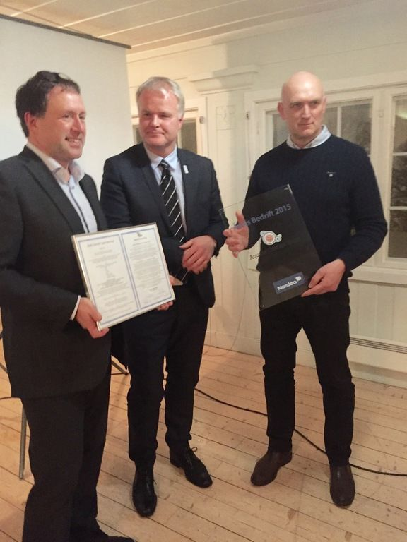 Fra venstre: Bjørn Vidar Granum i Nordea, rådmann Tord Buer Olsen og daglig leder i Aquatic, Elvin Bugge.