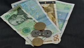 Illustrasjonsbilde av penger. Mynter og sedler