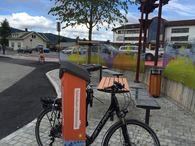 El-sykkel ved Sykkelbyen-skilt