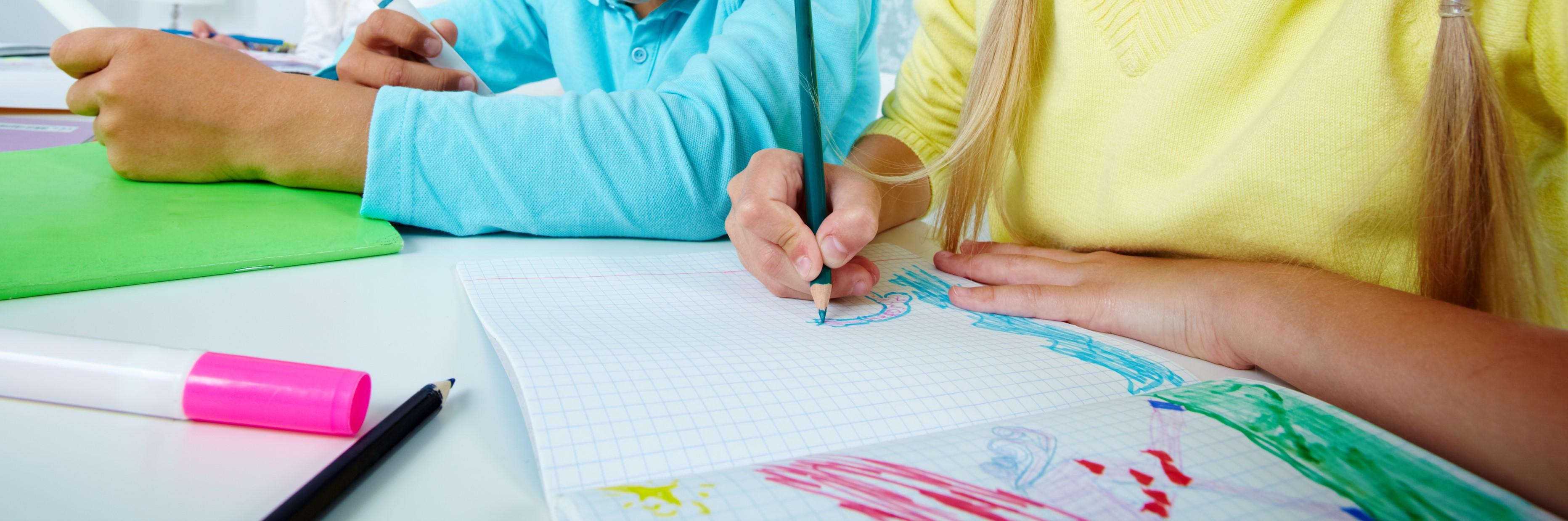 Illustrasjonsbilde av barn som tegner