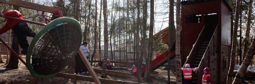 Bilde av barn som leker ute