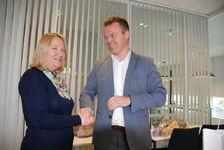 KMDs statssekretær Kristin Holm Jensen og ordfører Espen Granberg Johnsen.
