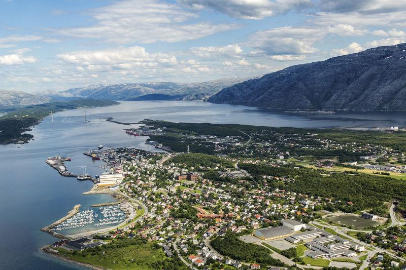Rådhuset i Sandnessjøen nederst til venstre på bildet