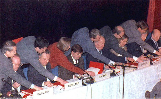 Signing of Kirkenes Declaration, 1993