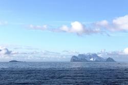 Kalven og Nord Fugleøya. Foto: Jon Haugen