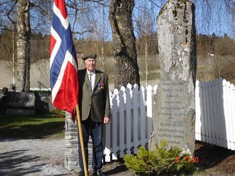 Iver Ingul æresvakt ved markeringen. Foto: K.Bakstad