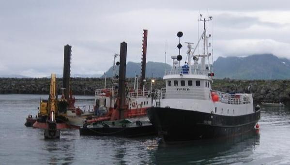 Kystverkets pram og båt i Årviksand havn