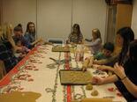elever og barn baker pepperkaker