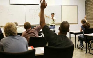 raising-hand-in-classroom-320x200