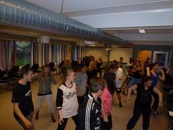 Latininspirert dans med Mari og Helle under internasjonal uke 2013