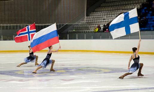 Flaggborgen under åpningen av Barents Hockey League 2013/2014. Åpningshelgen ble holdt i Olenogorsk, Murmansk Oblast.