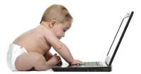 Baby og laptop