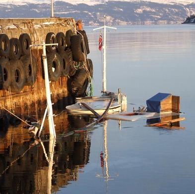 Sunket båt i Kjerringvika_cropped_0x228_cropped_393x391