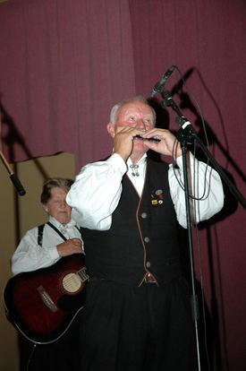 Einar Eimhjellen på munnspel i Hyen