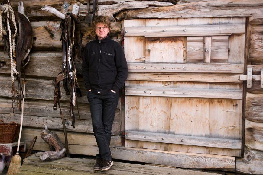 Valbjor, foran dor, Vegar Va?rdal , Foto Olav Haugaløkken, lite