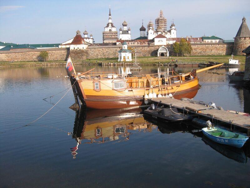 Solovki havn, båt