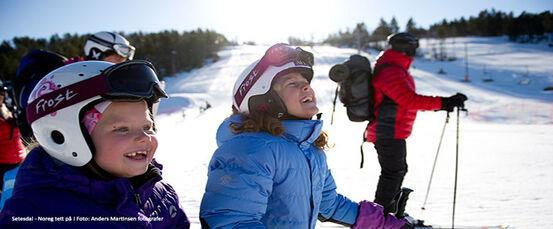 Brokke-alpinsenter-born-på-ski