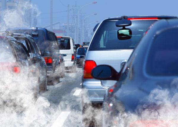 illustrasjonsbilde luftforurensning, biler i rushtrafikk