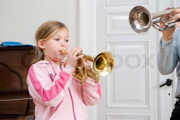 illustrasjon kultur. pike som spiller trompet