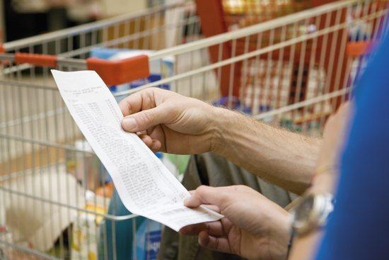 illustrasjon til servicetilbud. Kunde i butikk får hjelp med liste