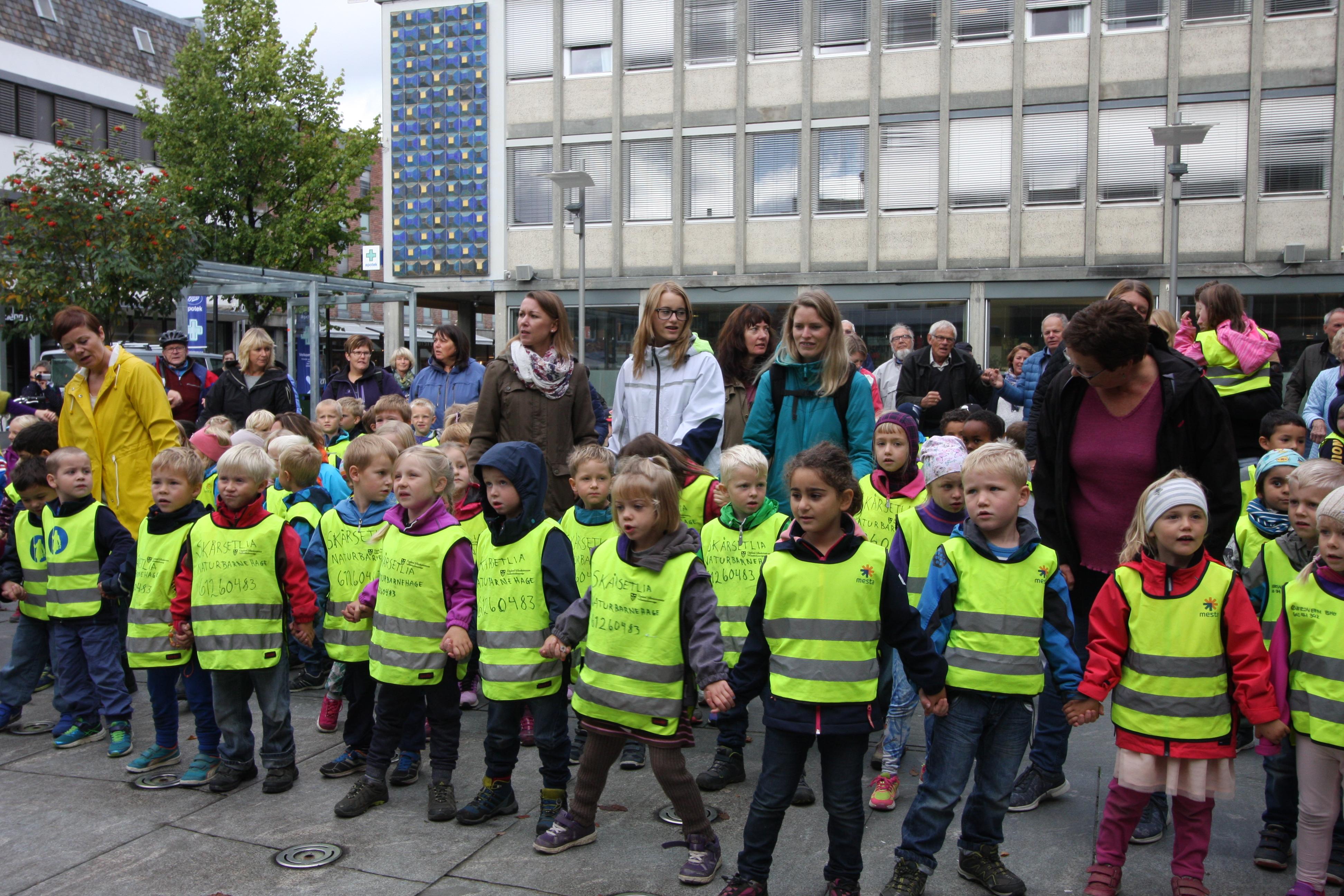Barn i front.jpg