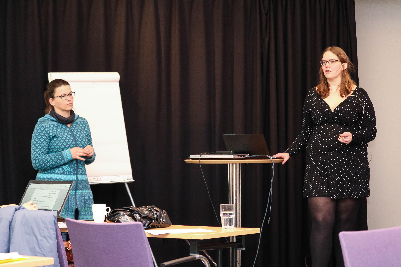 Romy Prochnow og Ragnhild Dalheim har et felles fremlegg.