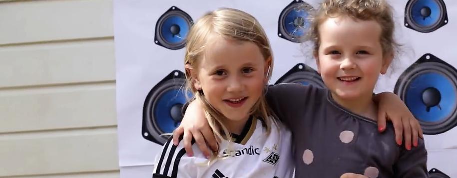 """Bilde av barn fra musikkvideoen """"Vi e gjengen fra Solstrand barnehage"""""""