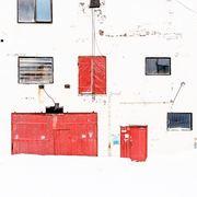 Vervet røde dører