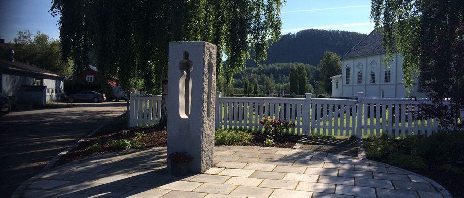 Minnesmerke i Hommelvik for 22