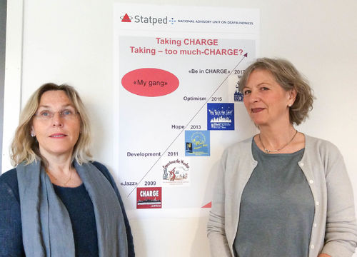 Stapeds Wenche Andersen og Eva Seljestad foran deres plakat Taking Charge or Taking to much CHARGE? I anledning Carge-konferanse i Orlando, Florida.