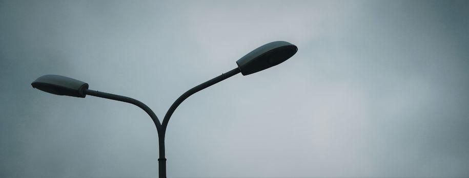 Bilde av mørklagt gatelys