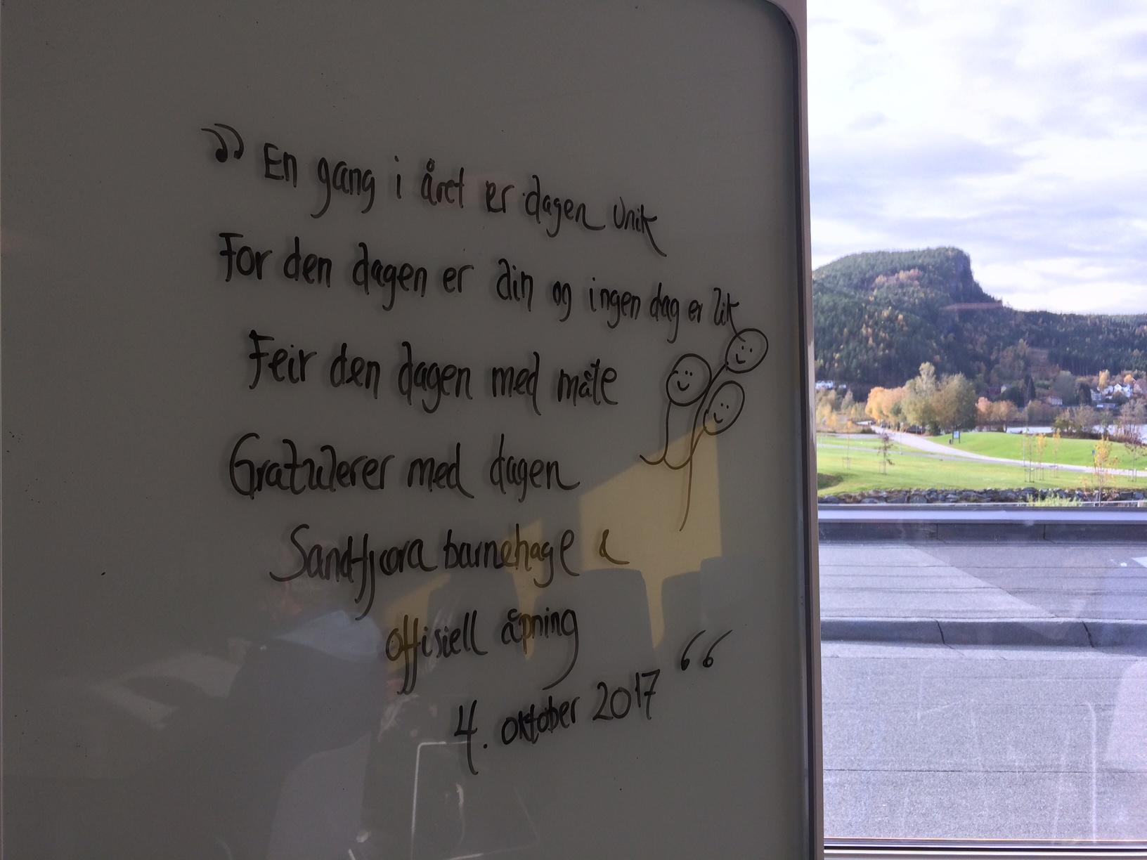 Bilde av tavle med gode ord til barnehagen