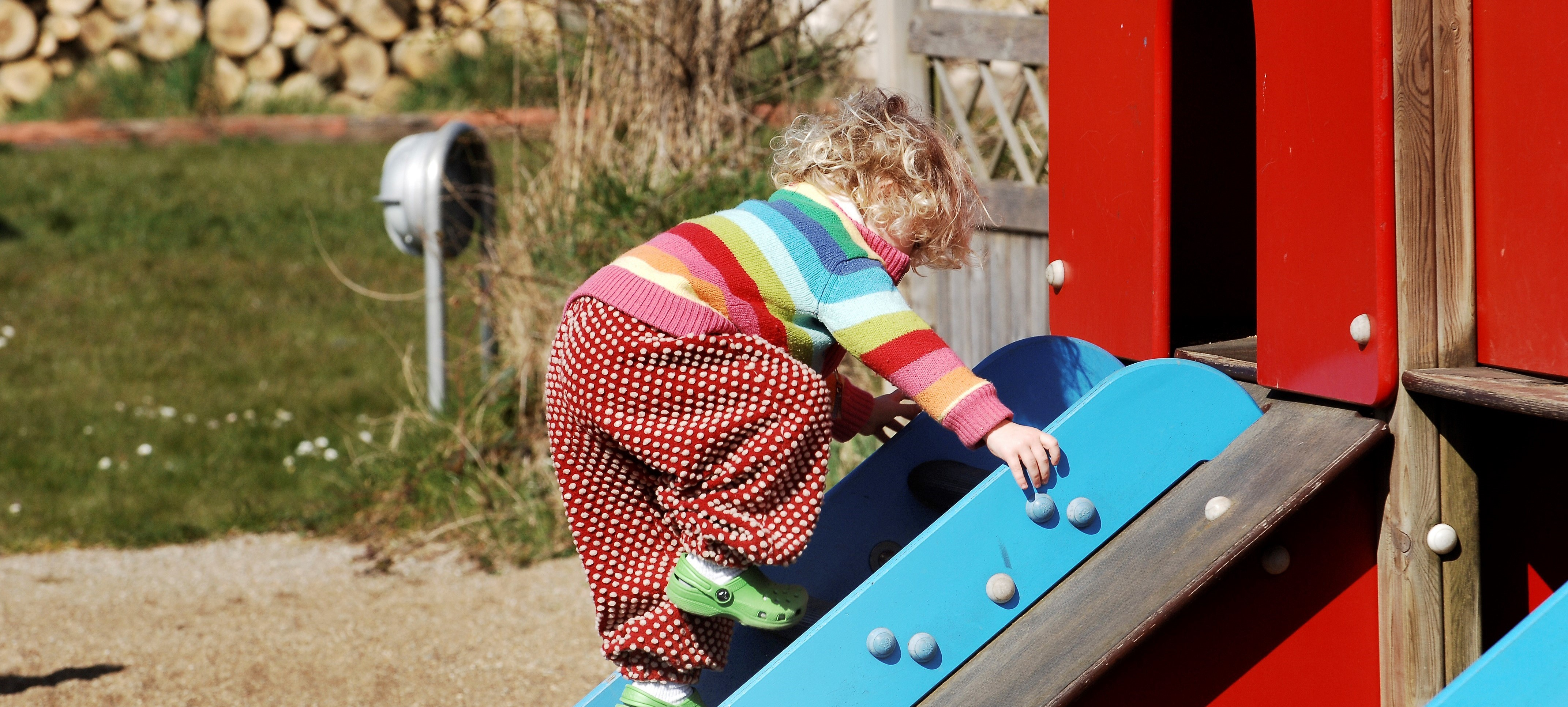 Bilde av jente som leker