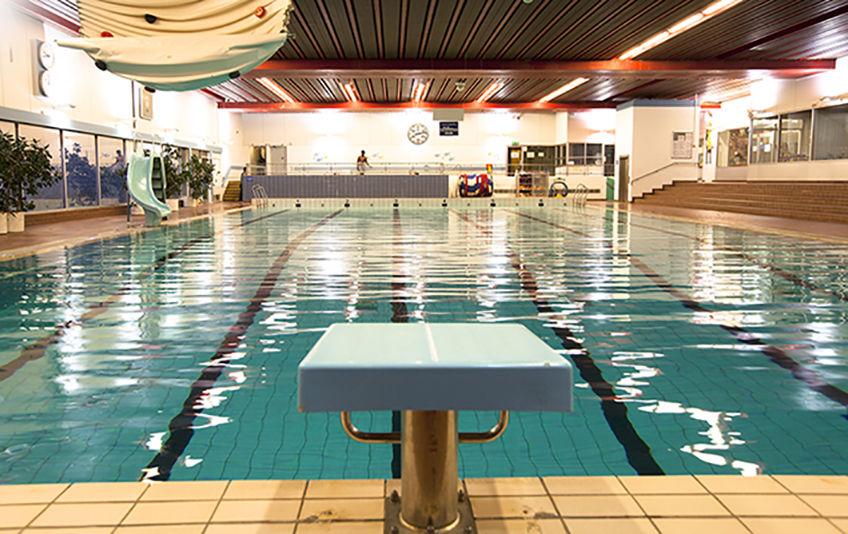 Svømmehallen fra startblokk
