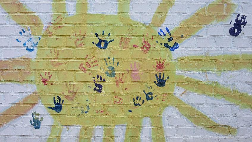 Sol med håndavtrykk