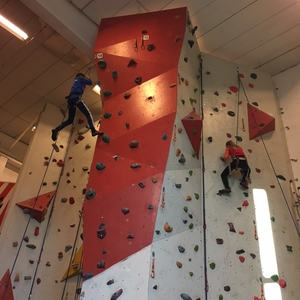 Barn på Tyrili klatresenter