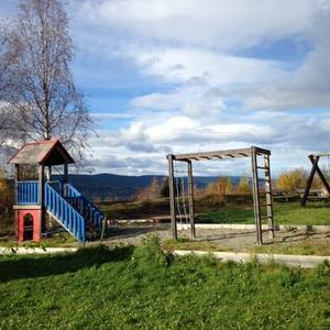 Lekeplass med klatrehus