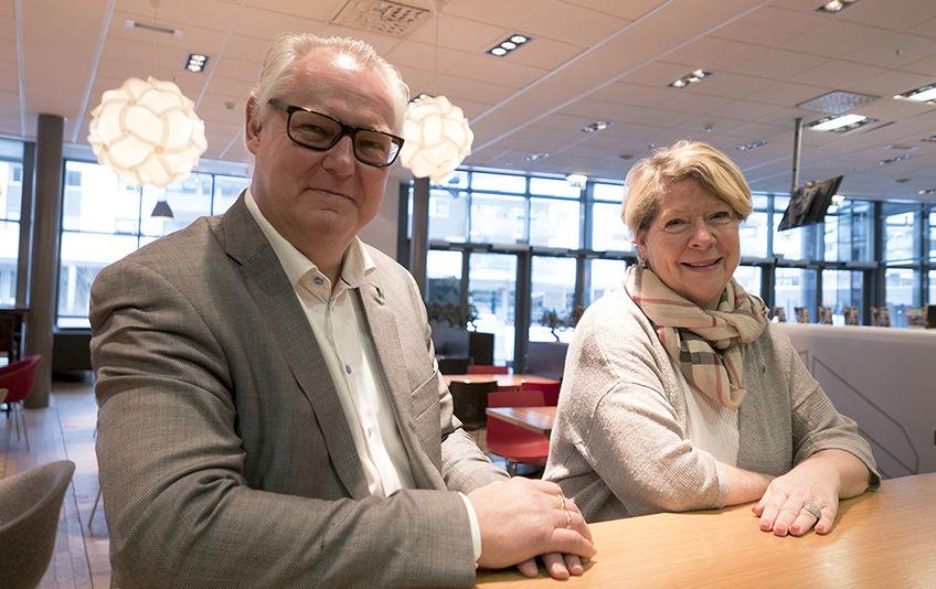 Rådmann i Oppegård Lars Henrik Bøhler og konstituert rådmann i Ski Jane Short Aurlien.