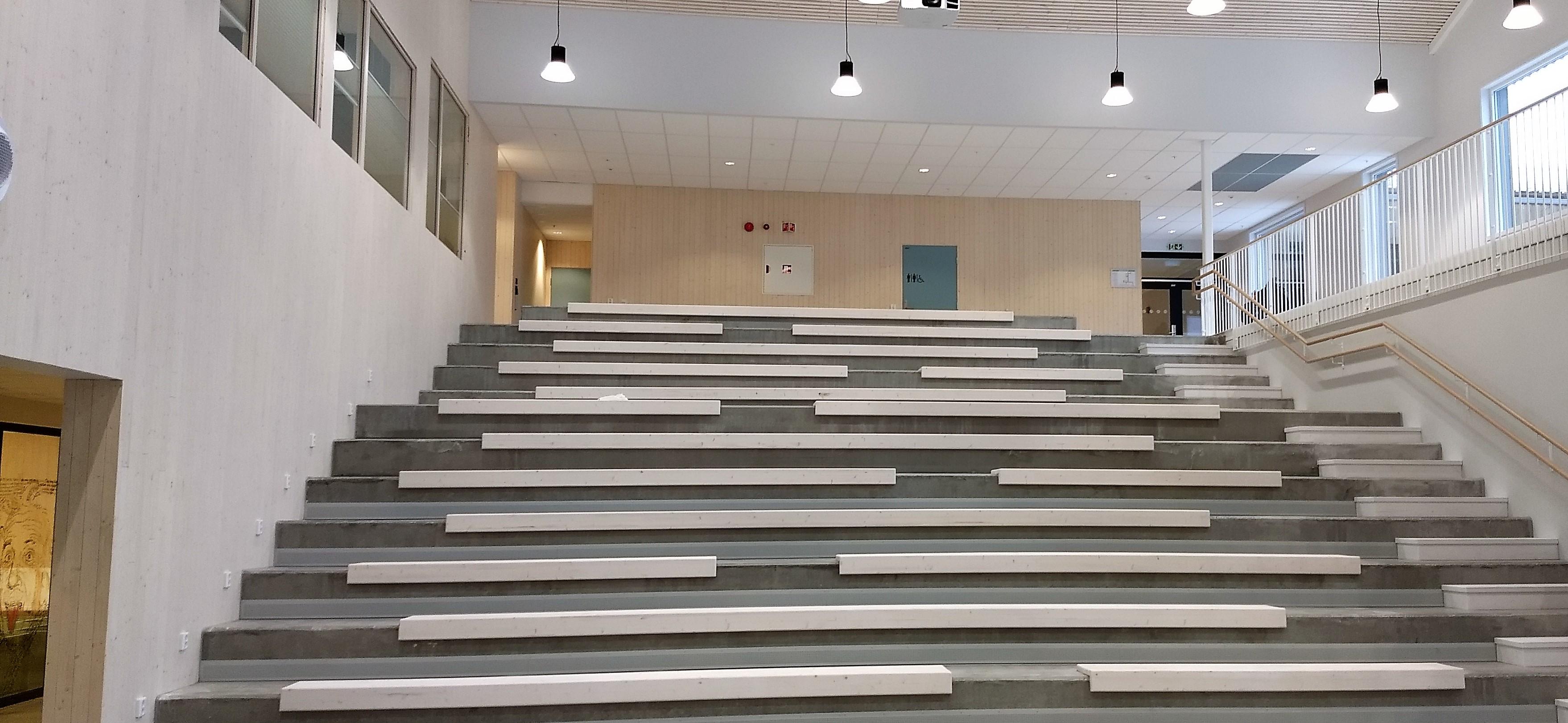 Bilde av Hommelvik ungdomsskole fra innsiden