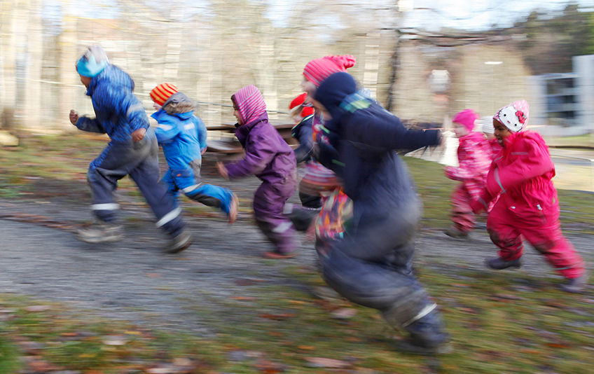Bilde viser barnehagebarn i farta. Foto: Jan Walbeck, Oppegård kommune